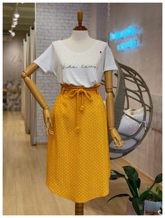 Saia Midi Poás Corda in 2019 Summer Work Outfits, Office Outfits, Trendy Outfits, Cute Outfits, Fashion 101, Fashion Outfits, Linen Dress Pattern, Modesty Fashion, Church Outfits
