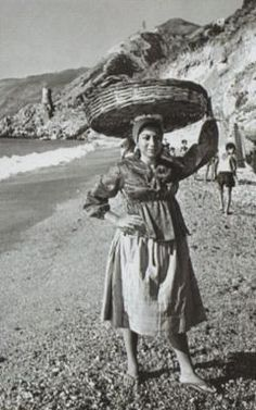 La pesca del pescespada - giovane venditrice di pescespada #TuscanyAgriturismoGiratola