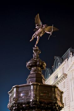 Piccadilly Circus, Eros with a broken bow string, London