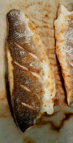 """Zeebaars filet. Zonder gebruik van vetstof op bakpapier gebakken. Alleen een beetje zout gebruikt. """"Les is more""""."""