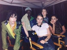 Stranger Things Behind the Scenes Season 3 with Finn Wolfhard, Caleb McLaughlin, Sophie and Tess Levy Mike, Lucas Serie Stranger Things, Stranger Things Kids, Bobby Brown Stranger Things, Stranger Things Season 3, Stranger Things Aesthetic, Stranger Things Netflix, Boys Are Stupid, Sadie Sink, Celebs