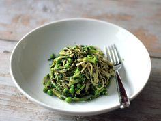 Kale Chickpea Pesto on Green Tea Soba with Broccoli
