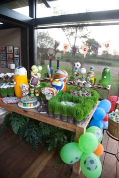 Festa tema Esportes   Macetes de Mãe Sports Birthday, Sports Party, Birthday Parties, Football And Basketball, Dani, Party Themes, 1 Year, Events, Kids Sports Party