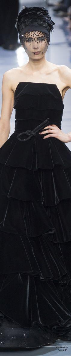 Armani Privé Fall 2016 Couture Fashion Show Love Fashion, High Fashion, Fashion Show, Fashion Outfits, Armani Collection, Couture Collection, Giorgio Armani, Couture Fashion, Runway Fashion