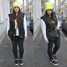 Leather vest & neon beanie Leather Biker Vest, My Outfit, Black Jeans, Beanie, Neon, Sweatshirts, Outfits, Inspiration, Style
