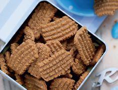 Hjemmelavede bastogne-kiks - nem og lækker opskrift Baking Recipes, Snack Recipes, Snacks, Cookie Crunch, Bite Size Desserts, Danish Food, Yummy Cakes, Sweet Recipes, Simple Recipes