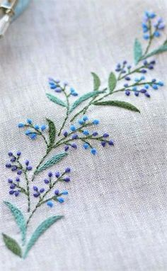 Wonderful Ribbon Embroidery Flowers by Hand Ideas. Enchanting Ribbon Embroidery Flowers by Hand Ideas. Embroidery Leaf, Hungarian Embroidery, Embroidery Flowers Pattern, Brazilian Embroidery, Hand Embroidery Stitches, Simple Embroidery, Silk Ribbon Embroidery, Hand Embroidery Designs, Vintage Embroidery