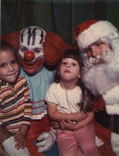 "You know what a Santa photo doesn't need? A frightening clown… | 27 Creepy AF Santa Photos That'll Just Make You Say ""Why?!"""