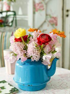 Love the blue&teapots Sanna & Sania