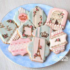 Retro Paris Cookies レトロクッキー かわいいスタンプセットを見つけたので、さっそくクッキーに。 レトロっぽくしたくて、茶色どっさり入れ!!この色味好き〜♡ ラスターでくすみを足したらもっとレトロ感出るかしら(*´ェ`*)やってみよう #icingcookies #royalicingcookies #retro #vintage #stamp #paris #kekse #plätzchen #アイシングクッキー #ロイヤルアイシング #レトロ #ビンテージ #くすみパステル #パリ #エッフェル塔 #スタンプ