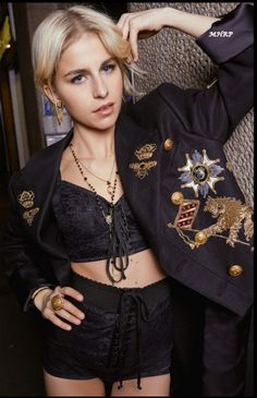 Discover the new Dolce   Gabbana Women s Fall Winter Collection and get  inspired. c6d4f988637