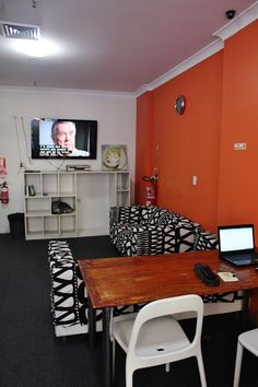 Sydney Backpackers Lounge 4