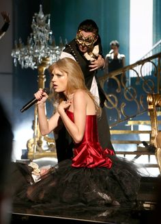 I knew you were trouble AMA awards 2012.