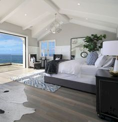 Modern Beach House Design Ideas to Welcome Summer - Einrichtungsstil Coastal Master Bedroom, Coastal Bedrooms, Coastal Living Rooms, Bedroom Beach, Hamptons Bedroom, Nautical Bedroom, Coastal Cottage, Large Bedroom, Dream Beach Houses