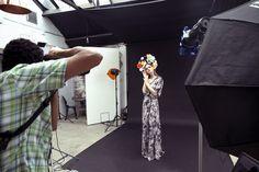 Rossella Vanon Photography Workshops - behind the scenes using gel lighting. Studio lighting - photography lighting tips - posing. Light Photography, Photography Photos, Beauty Photography, Fashion Photography, Lighting Setups, Studio Lighting, Photography Workshops, Behind The Scenes, Photoshoot