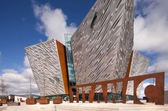 Titanic Belfast is the World's largest Titanic visitor experience and must-see attraction in Northern Ireland! Ireland Uk, Northern Ireland, Belfast Museum, Story Of Titanic, Titanic Museum, Londonderry, Travel Style, Dublin, Fun Facts