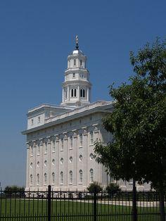 LDS Nauvoo Temple - http://www.ldsfavorites.net/lds-nauvoo-temple/  #LDSgems #lds #mormon #LDStemples