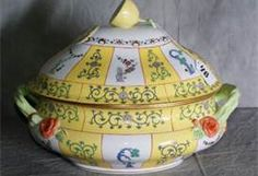 Herend yellow dynasty porcelain box
