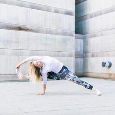 @komhotyoga: Start your weekend off right with a Flow at Kom! Join Kom's Lead RYT200 Yoga Teacher Trainer, Jade Davis, Saturday morning! 2 opportunities to Flow with one of the best, @my_morning_jade!  8:00 am Flow 9:30 am lvl 2 Flow 📷: @highheeledartist  #weekend #vinyasa #flow #crystalbridges #komhotyoga #bekom #komaste
