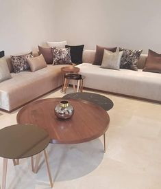 Living Room Sofa Design, Home Room Design, Dream Home Design, Living Room Designs, Living Room Decor, Modern Luxury Bedroom, Luxurious Bedrooms, Girl Apartment Decor, Modern Tv Unit Designs