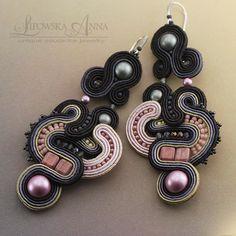 690 Anna Lipowska LiAnna Biżuteria sutasz   soutache  www.lianna.blox.pl Soutache Earrings, Jewellery Earrings, Shibori, Belly Button Rings, Swarovski, Projects To Try, Diy Ideas, Craft Ideas, Jewels