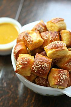 Love pretzels? Well, do I have a recipe for you! Chewy and delicious pretzel bites warm from the oven. Drooling? I am!