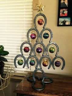 40 Unique Christmas Tree Decor Ideas 13 – Home Design Horseshoe Christmas Tree, Unique Christmas Trees, Cowboy Christmas, Christmas Table Decorations, Decoration Table, Christmas Crafts, Xmas Tree, Country Christmas, Christmas Christmas
