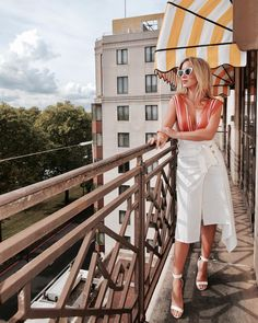 "4,122 Likes, 24 Comments - Lalá Noleto (@lalanoleto) on Instagram: ""Aquele recorte na cintura poderoso desse dress @oqvestir ✨ #oqvlondon #oqvinspire #fhitslondon"""