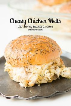 Cheesy Chicken Melts with that crazy good honey mustard poppy seed sauce! Perfect for dinner, football or any other get… Chicken Melt Recipe, Chicken Recipes, Cheesy Recipes, Soup And Sandwich, Sandwich Recipes, Slider Sandwiches, Ham Sliders, Chicken Sliders, Sliders Party