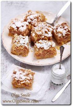 Ta prosta szarlotka bezglutenowa i wegańska jest hitem u mnie w domu. Nie wymaga nadmiernej pracy. Narodziła się wiele lat temu, gdy byłam na diecie bezglutenowej a młodej mamie wyjątkowo chciało się zjeść coś słodkiego. Gluten Free Recipes, Vegan Recipes, Cooking Recipes, No Bake Desserts, Dessert Recipes, Apple Pie Cake, Apple Cakes, Polish Recipes, Polish Food