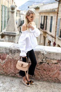 Off-shoulder toñ, fringe crop jeans, espadrilles