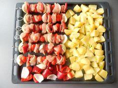 Osvědčený recept na vynikající kuřecí špízy scherry rajčátky a pečenými brambory. Skvělé, jednoduché a rychlé kuřecí špízy. Fruit Salad, Food And Drink, Fruit Salads