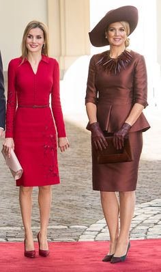 15 October 2014 - Dutch Queen Maxima and Spanish Queen Letizia at The Noordeinde Palace in The Hague, Netherlands Queen Maxima, Queen Letizia, Spanish Queen, Estilo Real, Royal Clothing, Estilo Fashion, Royal Fashion, Her Style, Mother Of The Bride