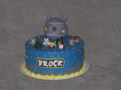 Angry Birds Star Wars themed cake.