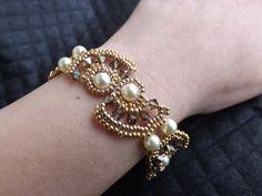 Bracciale con perle e biconi Swarovski di SognantiStelleBijoux