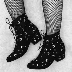 "socialpsychopathblr: ""Qozmiq Aura booties by Gypsy Warrior "" Witch Fashion, Dark Fashion, Cute Fashion, Gothic Fashion, Fashion Shoes, Fashion Outfits, Crazy Shoes, Me Too Shoes, Pretty Outfits"