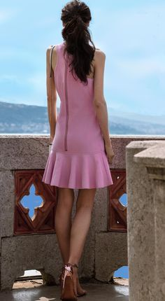 Fashion Blogger Veronika Lipar of Brunette from Wall Street sharing how to wear mini dress for summer wedding #weddingguestdress #weddingguestoutfit #pink