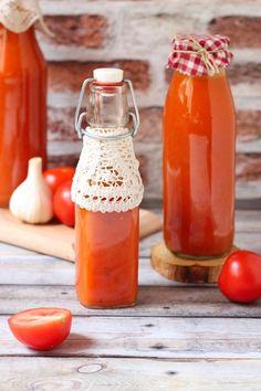 Házi passata (olasz paradicsomlé) Hot Sauce Bottles, Food, Essen, Yemek, Meals