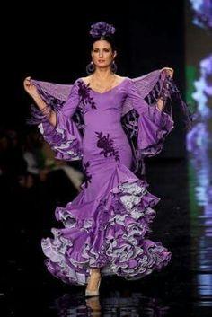 My favourite colour! Purple Love, Shades Of Purple, Purple Dress, Flamenco Costume, Flamenco Dancers, Costume Ethnique, Vintage Outfits, Spanish Dress, Flamingo Dress