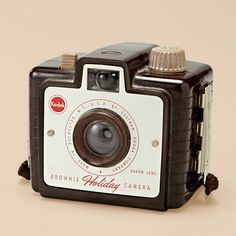 "Make: Kodak Model: Brownie ""Holiday"" Camera with Dakon Lens Old Cameras, Vintage Cameras, Box Camera, Fossil Watches, Photography Camera, Fujifilm Instax Mini, Animals For Kids, Casio Watch, Retro Vintage"