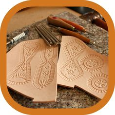 """8 likerklikk, 0 kommentarer – Memmo LeatherCraft (@memmoleathercraft) på Instagram: """"I finally got started with a new project again 😃 Do you ever have those periods where you feel a…"""" Leather Carving, Leather Art, Leather Tooling, Leather Accessories, Get Started, How Are You Feeling, Feelings, Projects, How To Make"""
