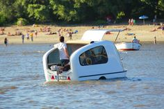 Sealander takes camping to a whole new level, your camping adventure won´t end at the shore anymore… The innovative and mobile accommodation lets you travel on land and on water, it can be used as a customary caravan, or you can use its amphibian characteristics to travel on water!