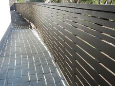 with horizontal fence definitely show variation in size (ie. smaller slats up top)