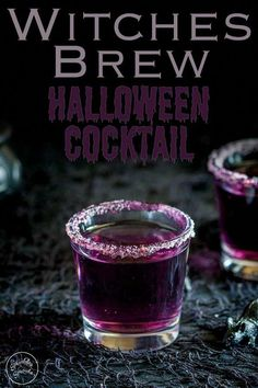 This 'Witches Brew'- halloween cocktail is so stunning. Based on a Purple Hooter. Dieser 'Hexengebräu'-Halloween-Cocktail ist so umwerfend. Halloween Desserts, Halloween Jello Shots, Halloween Party Drinks, Diy Halloween, Halloween Alcoholic Drinks, Alcoholic Desserts, Halloween Coctails, Halloween Witches, Party Shots Alcohol