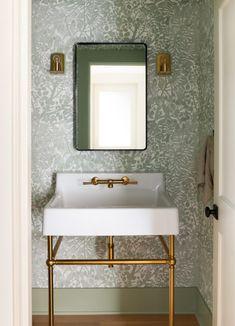 Guest Bathrooms, Bathroom Kids, Small Bathroom, Master Bathroom, Bathroom Design Inspiration, Home Decor Inspiration, Shower Backsplash, Powder Room Design, Bathroom Styling