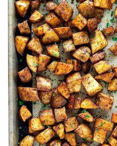 5 Minute Lemon Butter Sauce with Garlic • So Damn Delish Roasted Potatoes Russet, Russet Potato Recipes, Seasoned Potatoes, Scalloped Potato Recipes, Easy Potato Recipes, Twice Baked Potatoes, Diced Potatoes In Oven, Oven Baked Potato, Recipes
