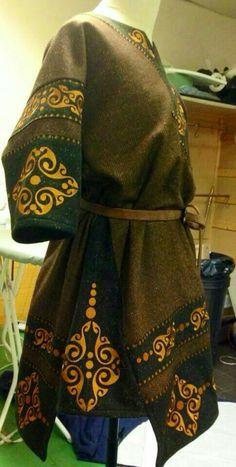 Dark age celtic la Tene style tunic from… Viking Garb, Viking Costume, Medieval Costume, Celtic Costume, Historical Costume, Historical Clothing, Kleidung Design, Viking Clothing, Moda Vintage
