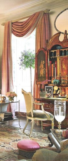 Mario Buatta - makeover of NY apartment formally owned by Sister Parish. Image from AD.  www.SacLuxLife.com
