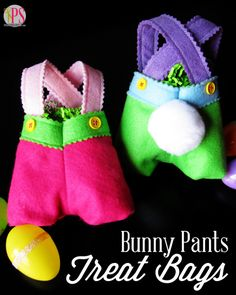 With the advent of spring, my crafting focus always turns to fun Easter crafts. These sweet felt bunny pants treat bags will delight children of all ages, and they are a quick and easy sewing project, even for beginners. Easter Arts And Crafts, Easter Projects, Craft Projects For Kids, Sewing Projects, Craft Ideas, Sewing Ideas, Sewing Tutorials, Decorating Ideas, Felt Diy