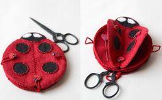 ladybug needle book - - - Pique-épingles Coccinelle